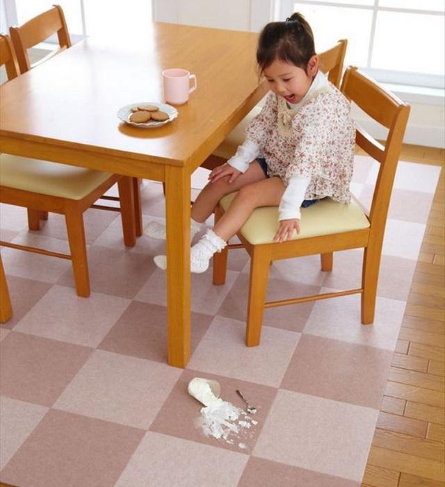 食卓の下にバリアフリーマット