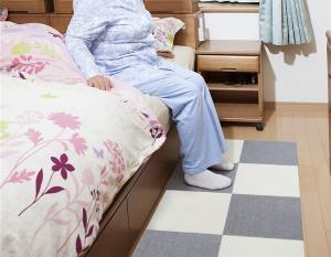 ベッドの足元に敷くマット